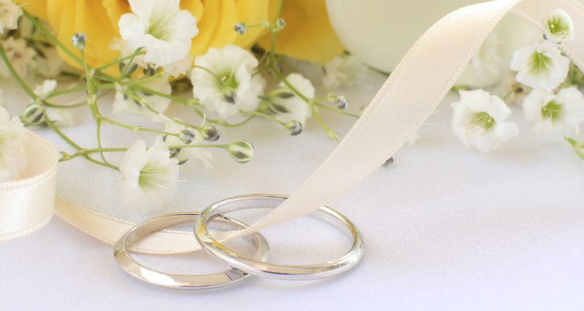 Weißgold-Eheringe: Darauf sollten Sie beim Kauf achten